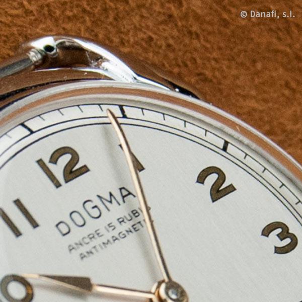 Dogma Prima restauración reloj números árabes