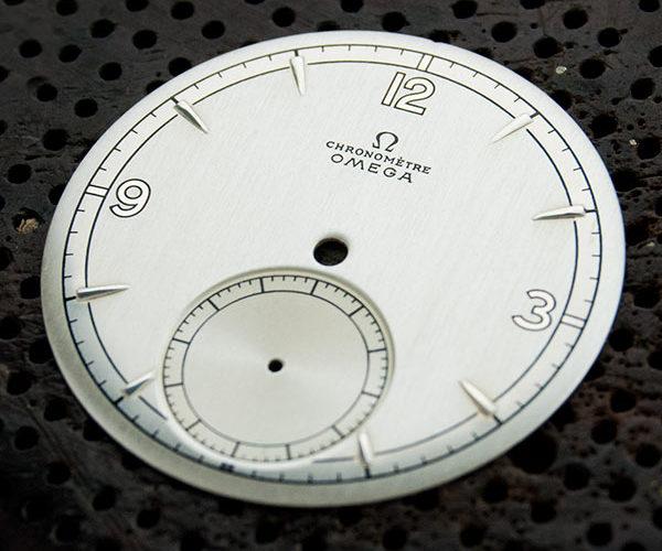 Restauración esfera reloj Omega Chronometre, bastones estampación y triple tono