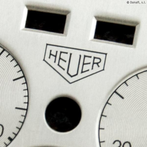 Detalle de esfera de reloj Cronómetro Heuer después de proceder con la restauración