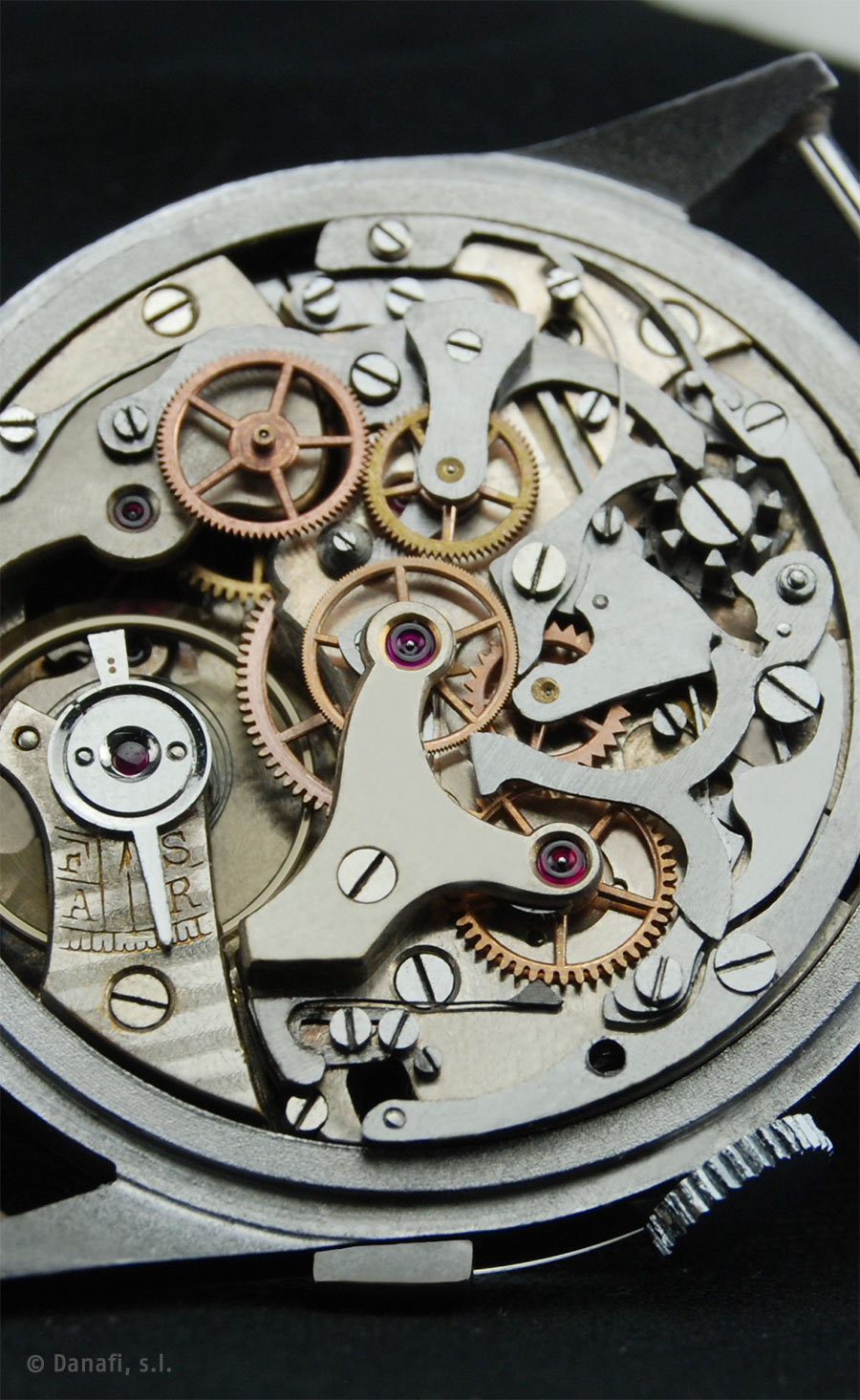 Landeron movement caliber 39.
